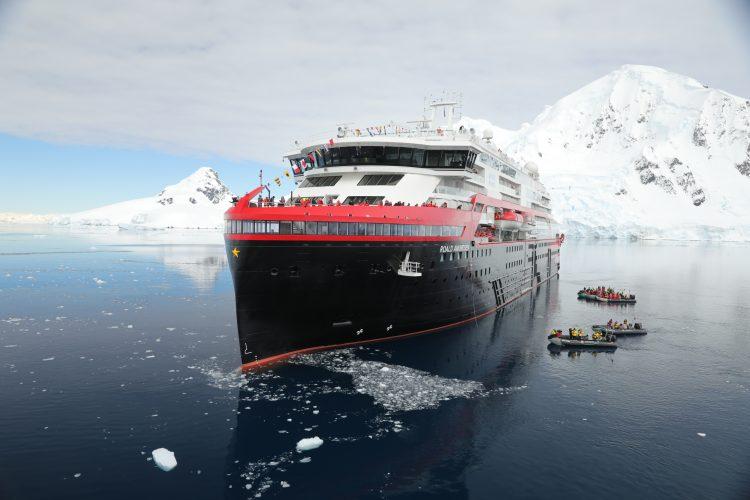 Hurtigruten MS Roald cruise ship exterior