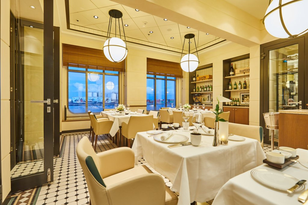 Hapag-Lloyd Cruises, MS EUROPA 2 Tarragon tables